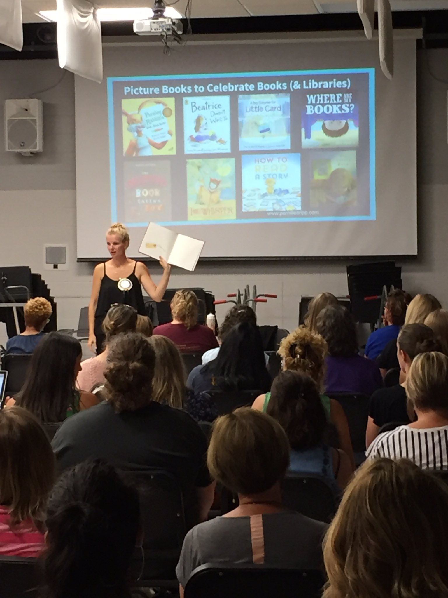"""Our common assessment is through picture books, not a whole class novel."" @pernilleripp #nErDcampMI https://t.co/DzNJE51Ypl"