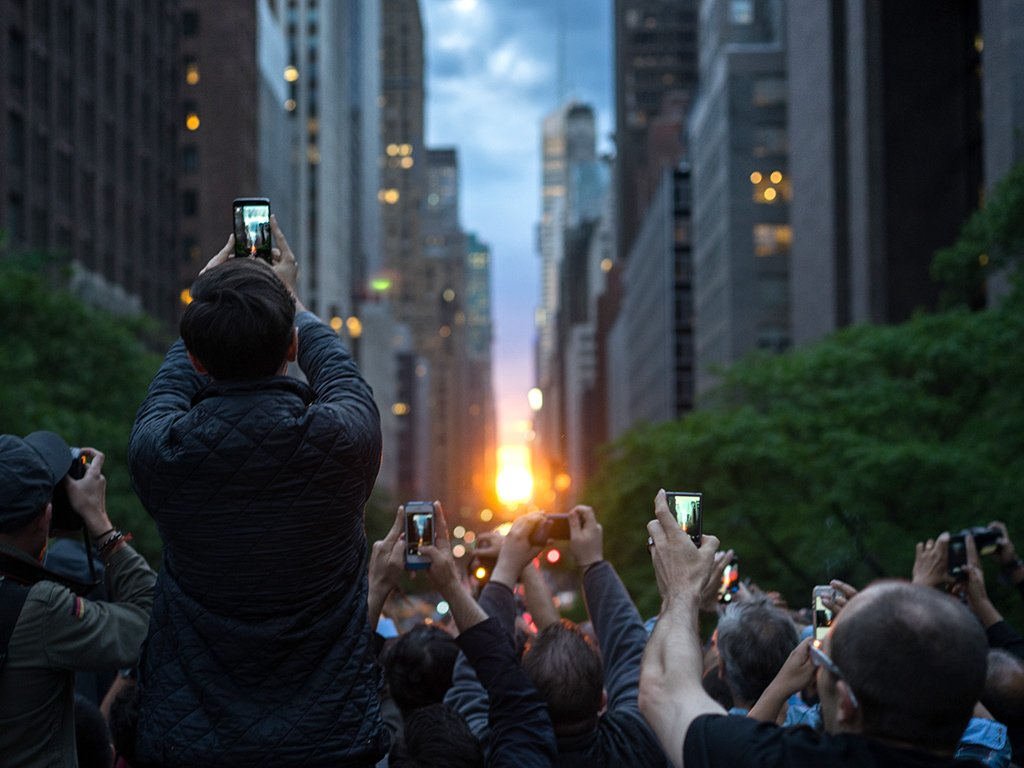 Tomorrow is #Manhattanhenge where sunset aligns with Manhattan's east-west numbered streets. https://t.co/9j9PFMoAsN https://t.co/9lwrsZJZKy