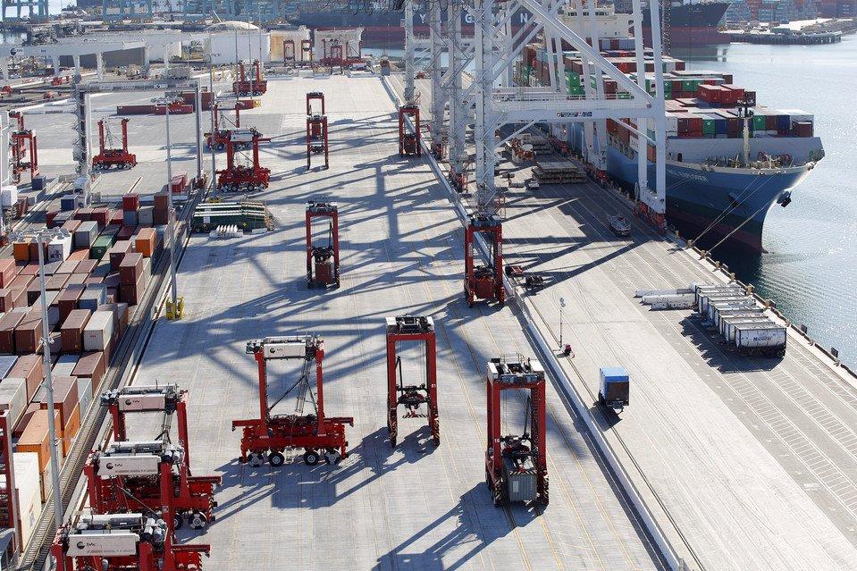 Massive Robots Keep Docks Shipshape