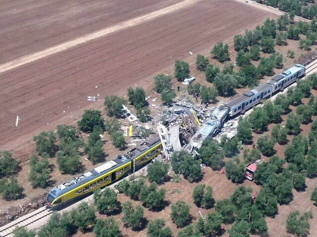 The Latest: At least a dozen dead in Italy train crash https://t.co/sL17hpqG8G https://t.co/w2xjzKag8k