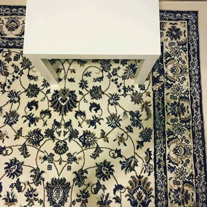 A woman dropped her phone on this rug. Retweet when you find it! And yes, it's really there, no tricks. Promise! https://t.co/eYuo0K6M4o