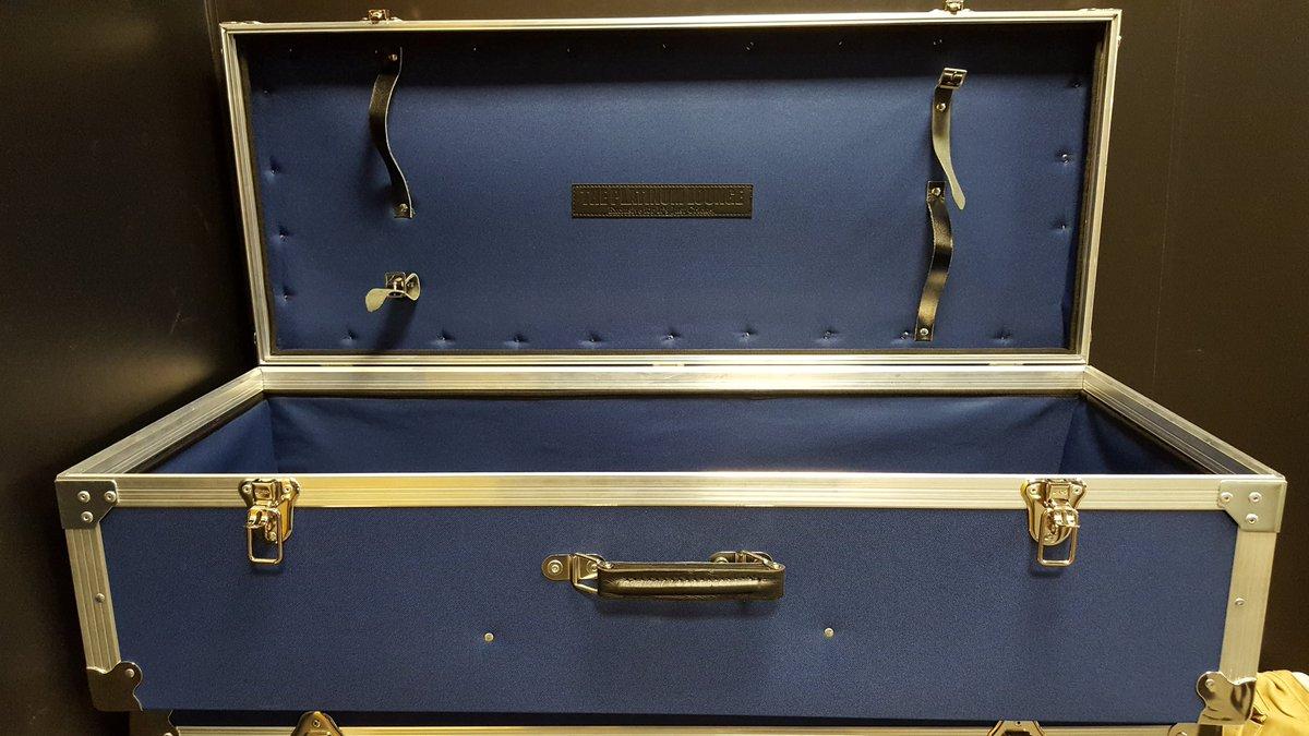 46f26371ec9b Now available online http   www.itsjustcricket.co.uk cricket-bags -bat-covers-c3 stretton-fox-hard-case-coffin-cricket-wheelie-bag-p1592  …pic.twitter.com  ...