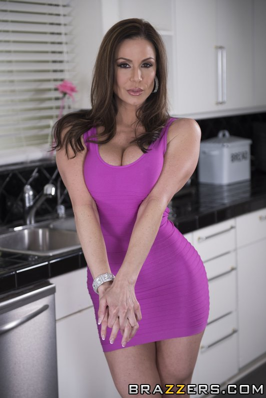 kendra lust need a hand