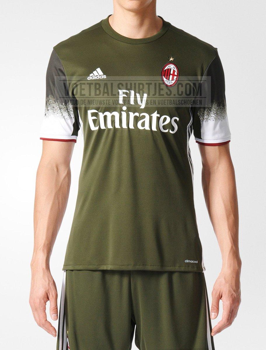 8caf2eff5fe393 Il sito voetbalshirts ha pubblicato in anteprima le immagine della terza  maglia del Milan. La maglia è verde con le sfumature bianche sulle maniche,  ...