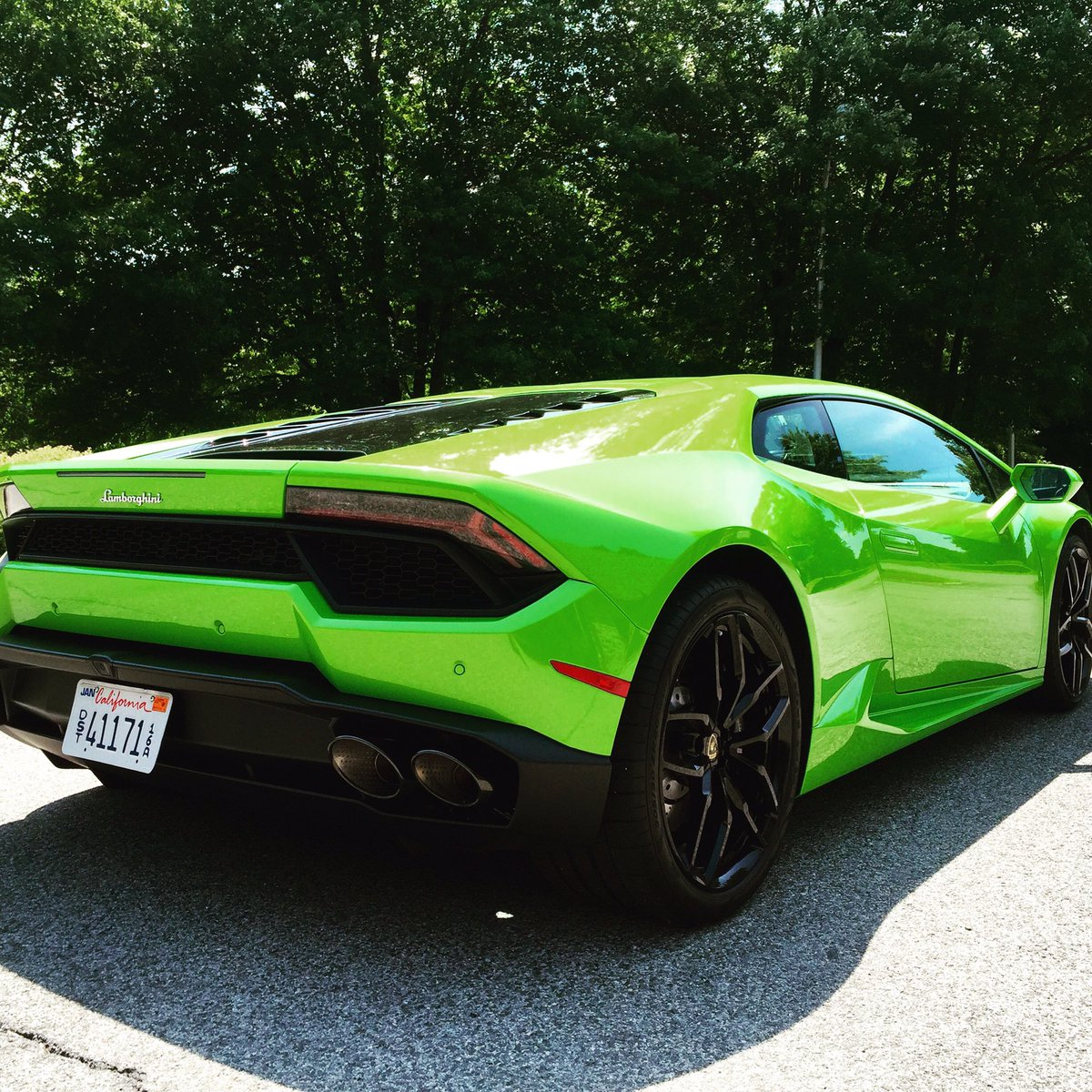 I like the @Lamborghini Huracan even better when only the back wheels are powered https://t.co/8YUyDDdv91