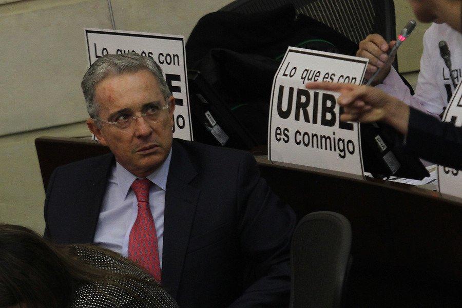 """W Radio Colombia в Twitter: """"Parecería inútil invitar a un diálogo para  notificar lo resuelto: Uribe a Santos https://t.co/32aARa4A59… """""""