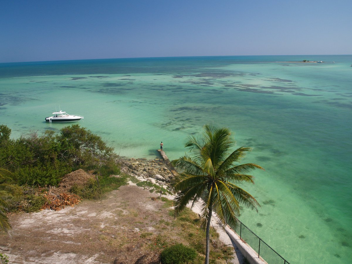 Bahia Honda State Park features one of the deepest natural channels in the Florida Keys. #BahiaHonda #snorkel https://t.co/uuHIISEwzG