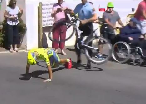 French gendarme confiscated Majka's bike today and ordered him to do ten press ups #TDF2016 https://t.co/L7hU7cNuCG
