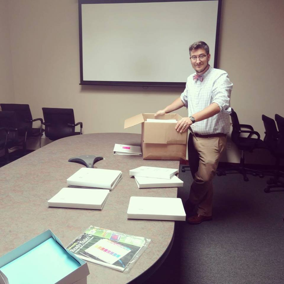 #SACNAS2016SLI prep this AM with the last man standing, staffer Eben Lindsey! Binders off to DC! #AAAS #leadership https://t.co/P8V8xwAncu