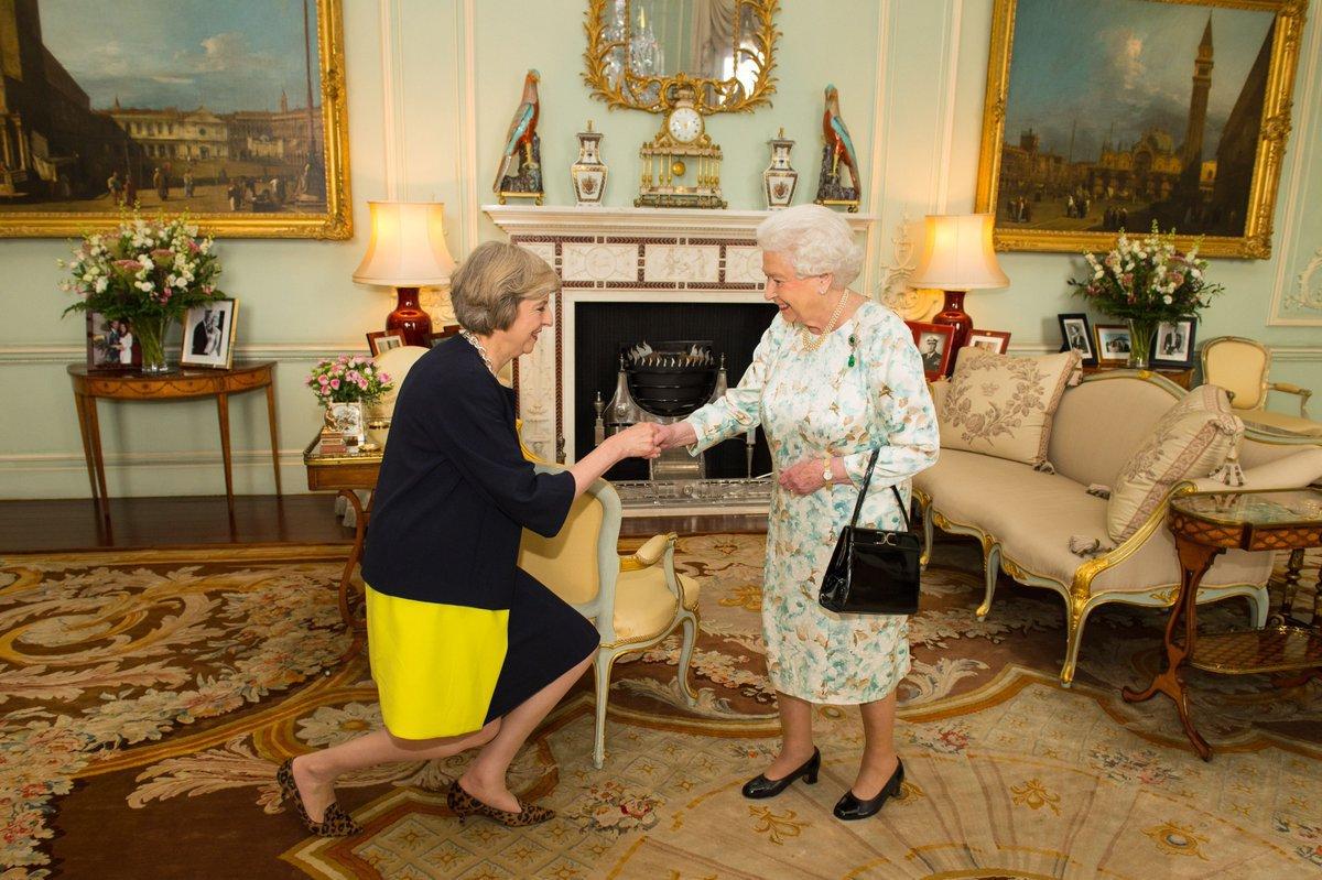 Тереза Мэй официально стала премьер-министром Британии
