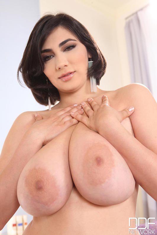 Big amor boobs luna