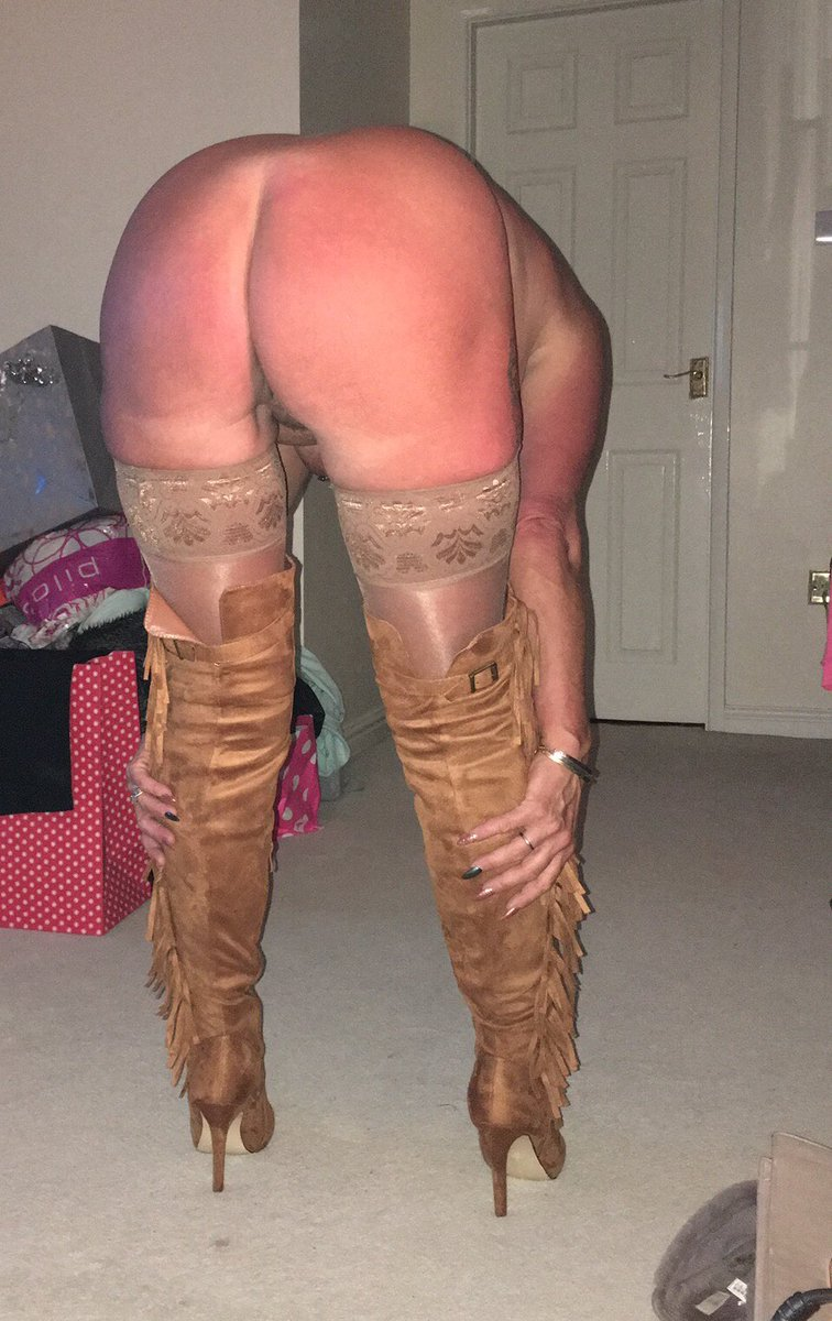 Amateur milf in boots and stockings