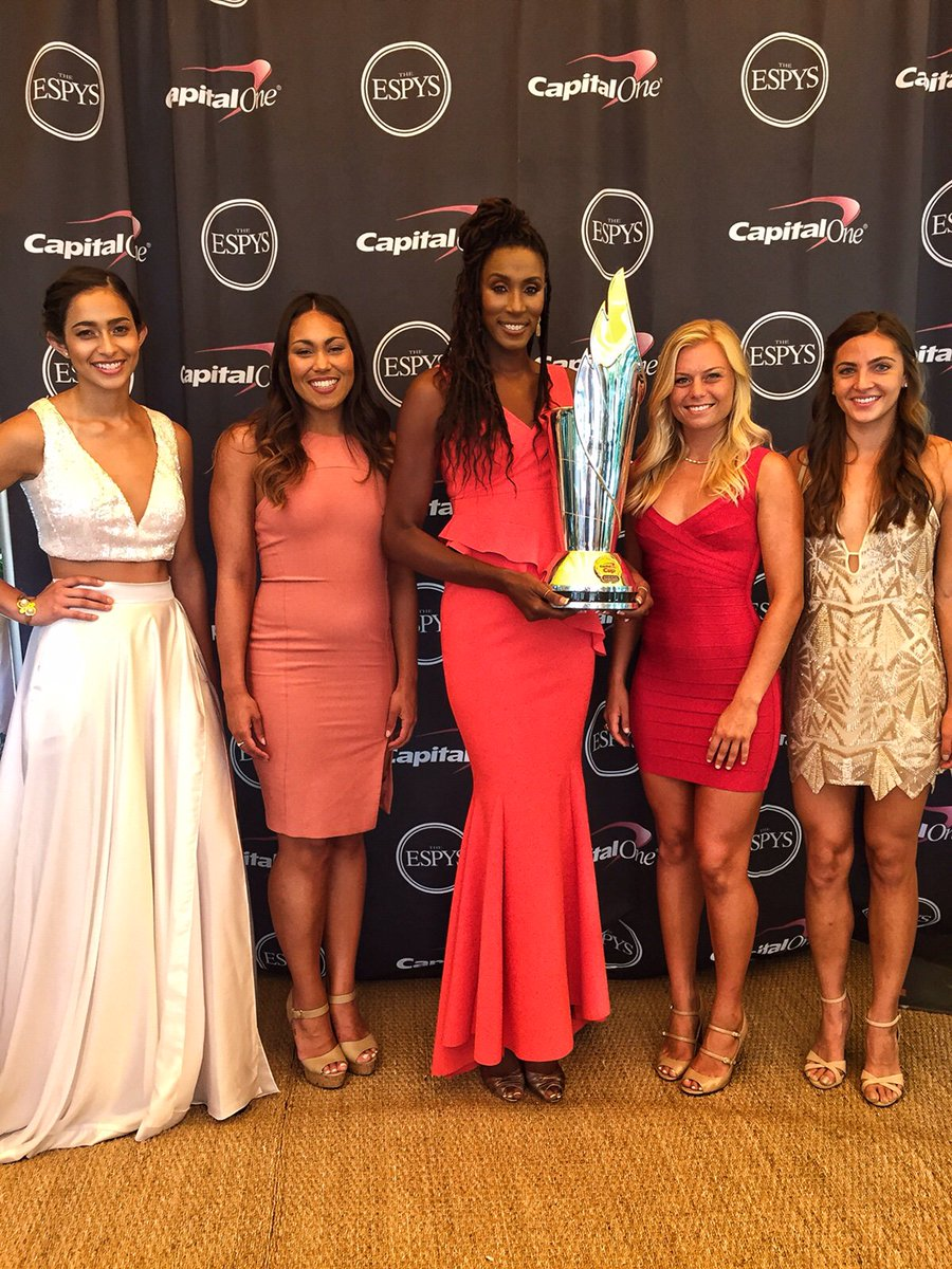 Proud to rep @USC_Athletics w/ these women before they receive the #CapitalOneCup at the @ESPYS! #FightOn #ad https://t.co/4OuHoH0uU8
