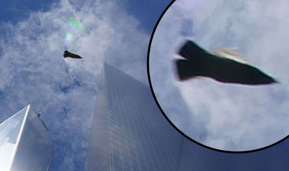 Misterioso UFO fotografato sopra il World Trade Center Ground Zero