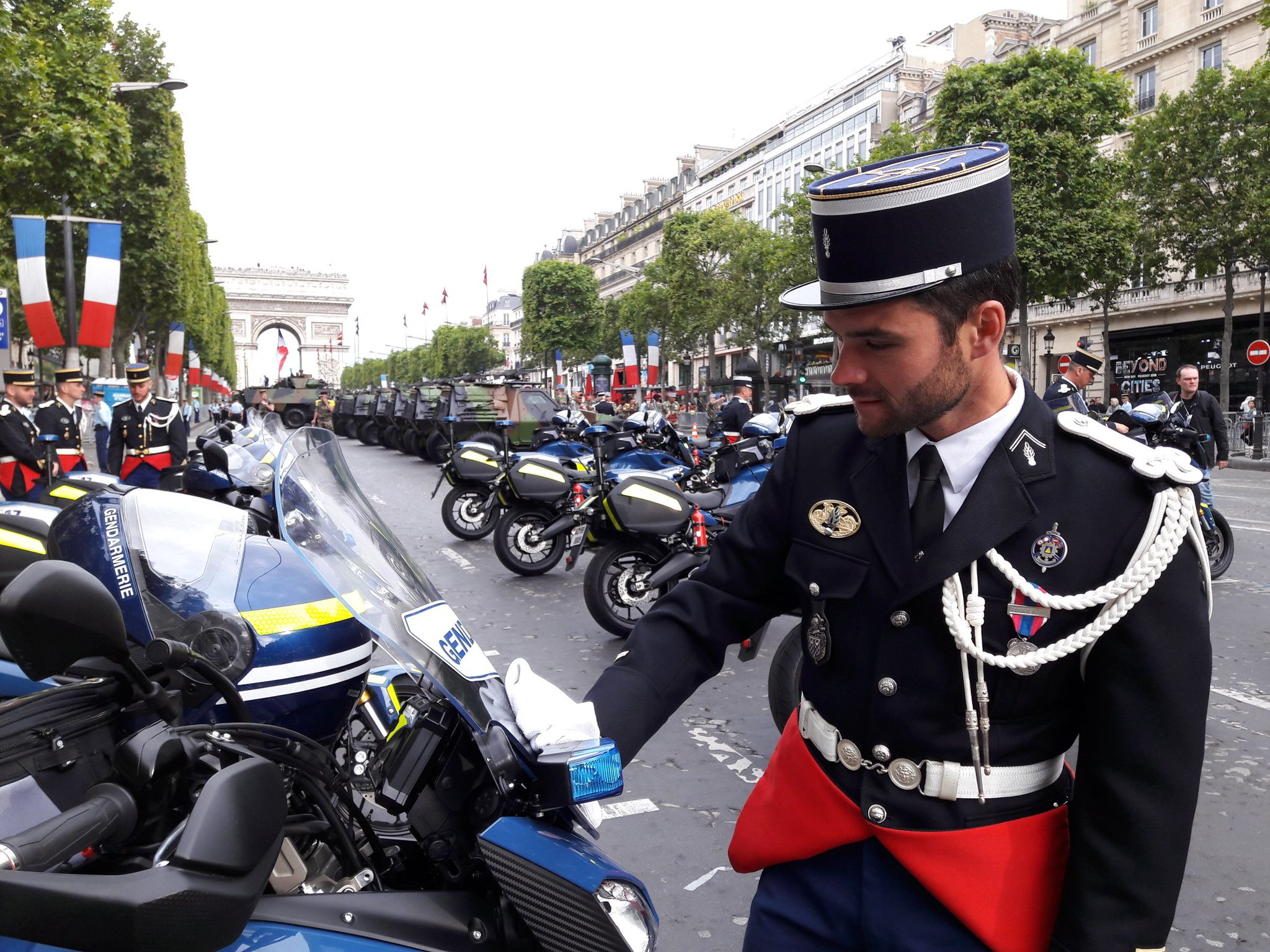 Gendarmerienationale on twitter 14juillet pendant ce for Gendarmerie interieur gouv