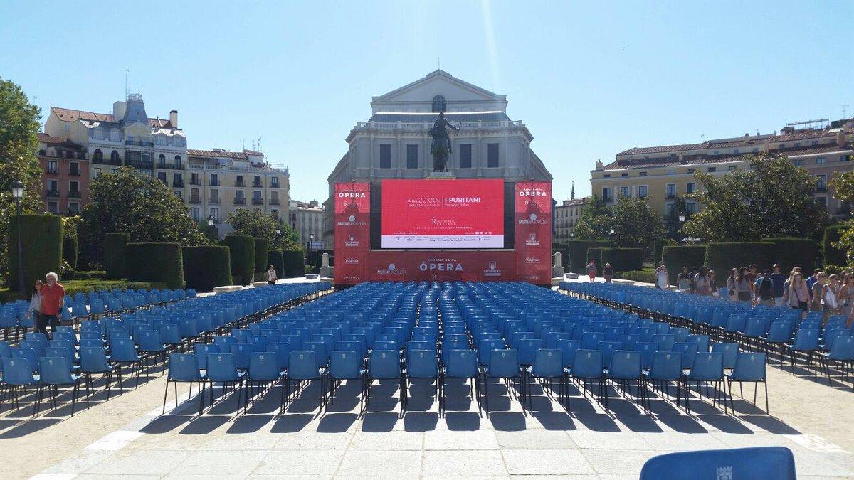 RT @Teatro_Real ¡Ya está la plaza de Oriente casi lista para la gran retransmisión de #IPuritaniEnDirectoTR! ¿Estáis preparados?