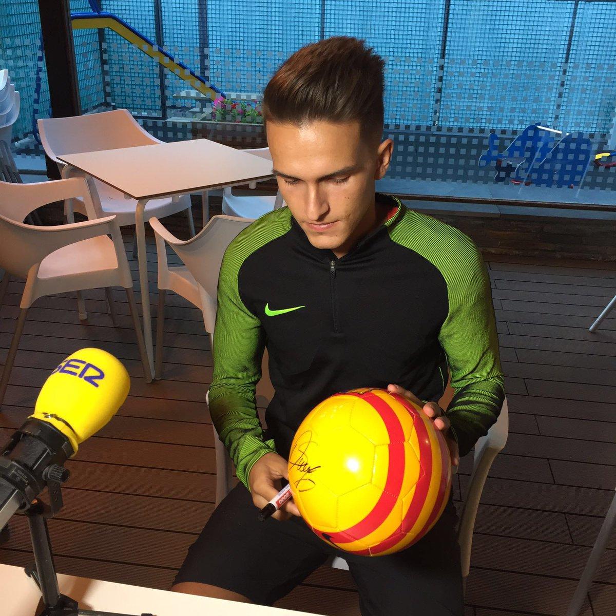‼ Feu RT + FOLLOW per guanyar aquesta pilota firmada per @DenisSuarez36 ⚽
