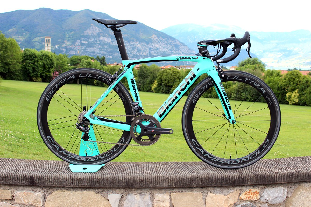 What a beaut! @BianchiOfficial Oltre XR4 aero bike with Countervail tech launched in Italy: https://t.co/BAIcyRi3j0 https://t.co/9HucNSatxx
