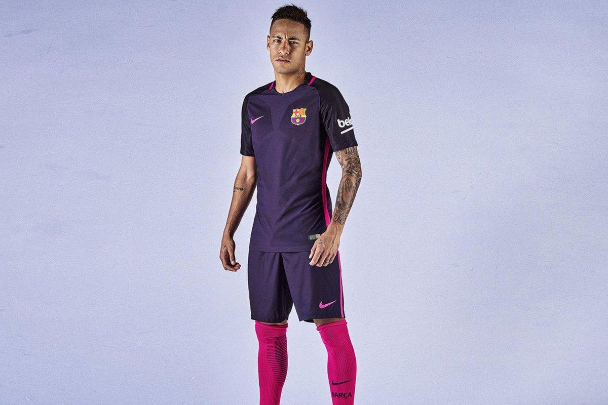 Barça e Real lançam uniformes roxos d3d7edc9951