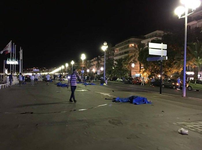 ++ NEWS/ Nizza. La Procura parla di 60 morti nell'attacco del camion lanciato sulla folla. ++ https://t.co/drdFB0muXq