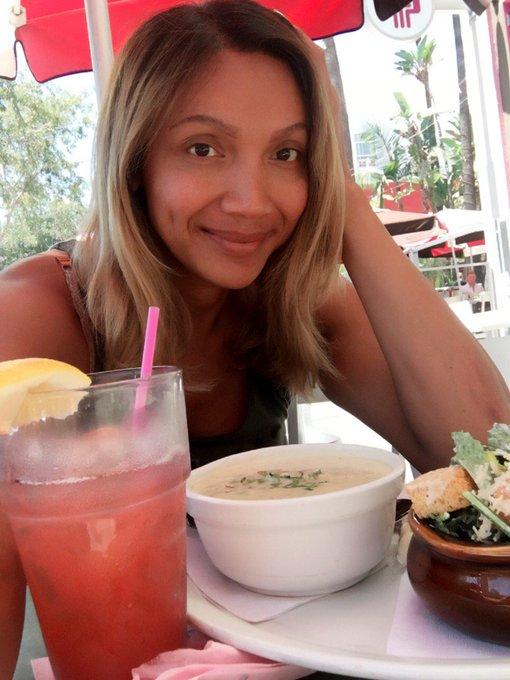 Perfect summer day for some strawberry lemonade #transisbeautiful #transinpublic #naturalbeauty https://t