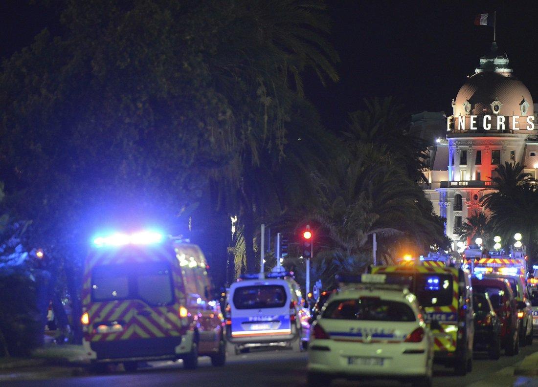 Кровавое месиво во Франции. Грузовик давит людей