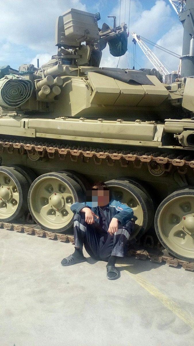 الجزائر تستلم دفعه جديده من دبابات T-90  CnY5_ZZXEAATx07