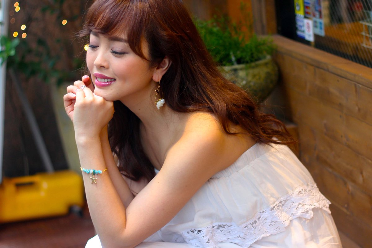 白いドレスが可愛い板橋留美