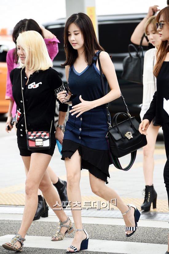 5f83fef435e8 Seohyun is using Versace s Palazzo Empire bag in Mediumpic.twitter .com O1U4I9Q0ch