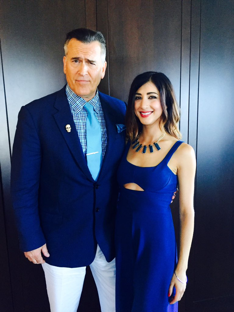 Prom night w @GroovyBruce. Accidentally coordinated because that's how we roll. #Ash #Kelly #SDCC2016 #AshVsEvilDead https://t.co/MM50MGf4Tn