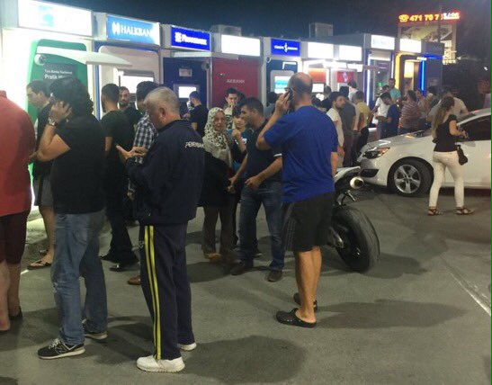 Civilians rush to withdraw money from ATM machines in #Turkey as military attempts coup. https://t.co/pSU3V5bKKT
