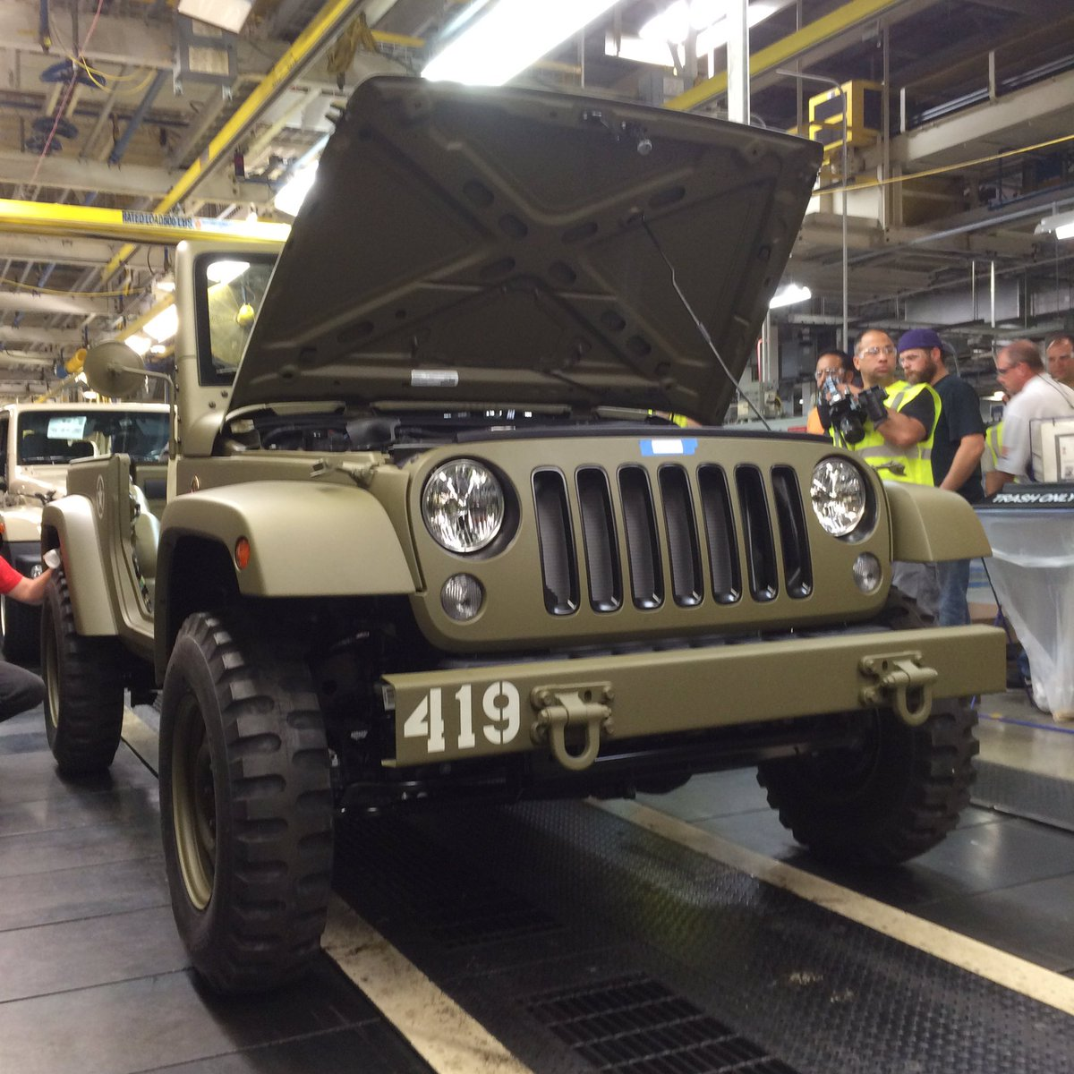 Celebrating the birth of @Jeep brand with Commemorative 75th Salute tribute to original 1941 Willys MB #Jeep75 https://t.co/AUNrfBvIf1
