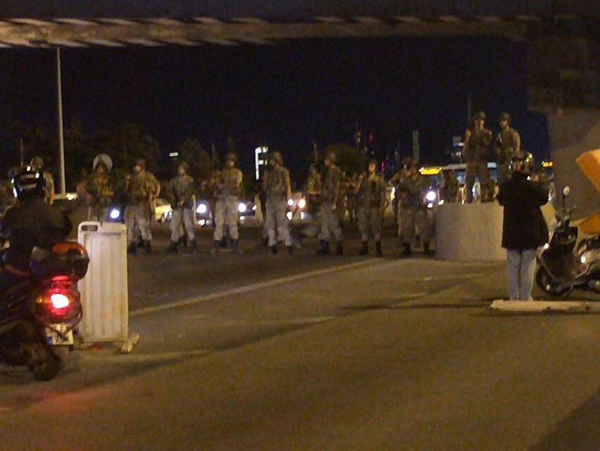Military coup underway in Turkey Cnbcsh8UsAAx-yc