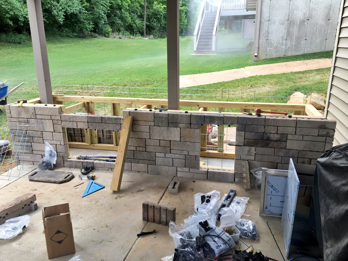 Ryan High On Twitter Here S A Few Pictures Showing Progress On An Outdoor Kitchen Built With Our New Tandem Grid System Belgard Stl