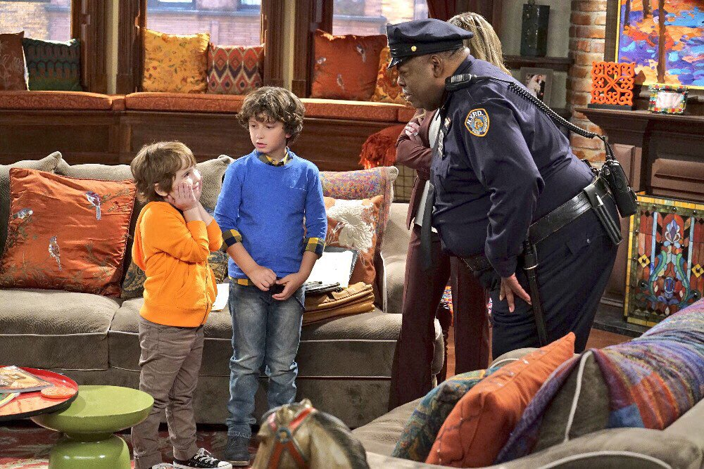 TONIGHT! Auggie & Doy are back in #GirlMeetsTrueMaya & will be doing a LIVE Q&A 5:30PST 8:30EST Use #AskAuggieandDoy https://t.co/ONBPrxo8zR