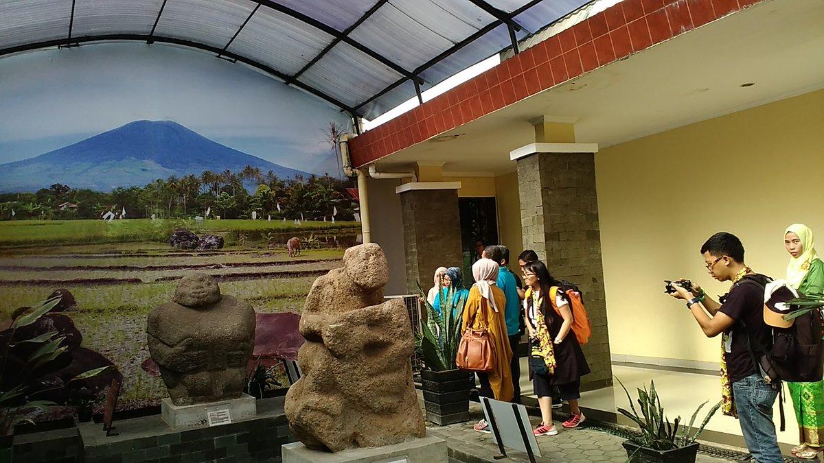 Peserta FAM Trip #FestivalSriwijaya lagi di Museum Balaputradewa dipandu Kepala Museum Ibu Diah #PesonaSriwijaya https://t.co/gtzc0ZCJdx