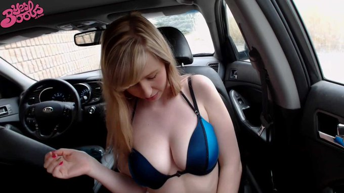 New Car BJ vid featuring Melody Lynn tonight on https://t.co/p5YGWbulqJ @YesBoobs1 #yesboobs #bigtits
