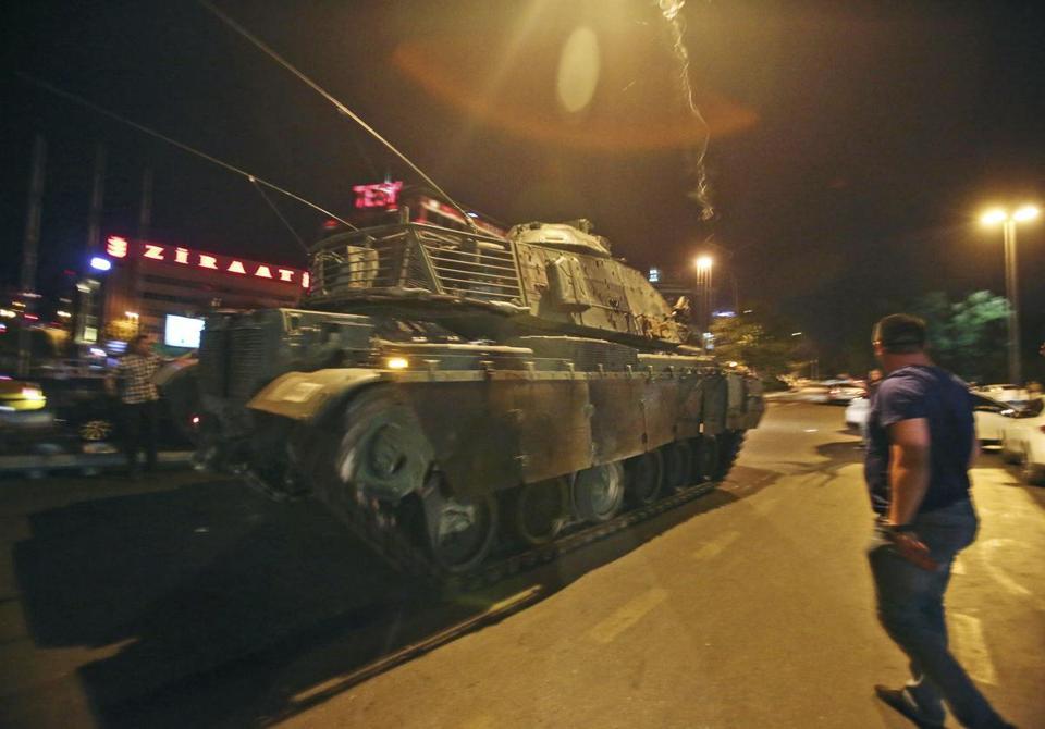 الدبابه Sabra .......التطوير الاسرائيلي للدبابه M60 Patton  الامريكيه  CncztwZXEAAClpW
