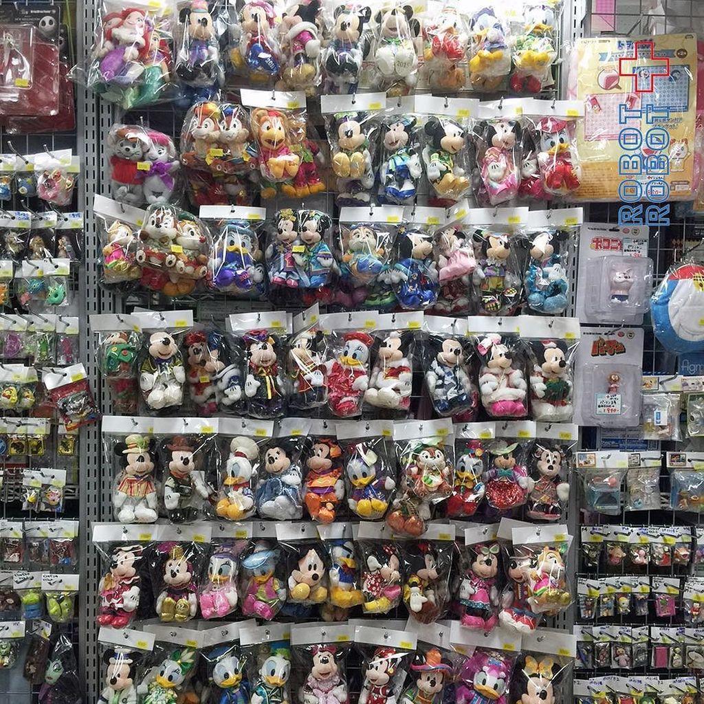ロボットロボット秋葉原カルチャーズゾーン店に、ディズニーぬいばのコーナーできました。よろしくね。 #ぬいば #ぬいば買取 #スーベニア買取 #カルチャーズゾーン #秋葉原 #Dis… https://t.co/tIUUpWhh7l https://t.co/08a2PPbBLy