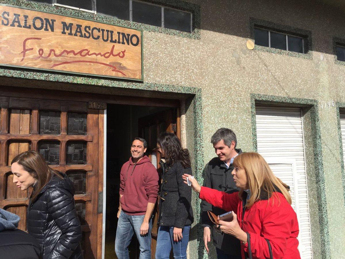 Estamos con @mariuvidal y @carostanley charlando con los vecinos en el timbreo de Ramos Mejía. #CambiandoJuntos https://t.co/tplGNCIb3x