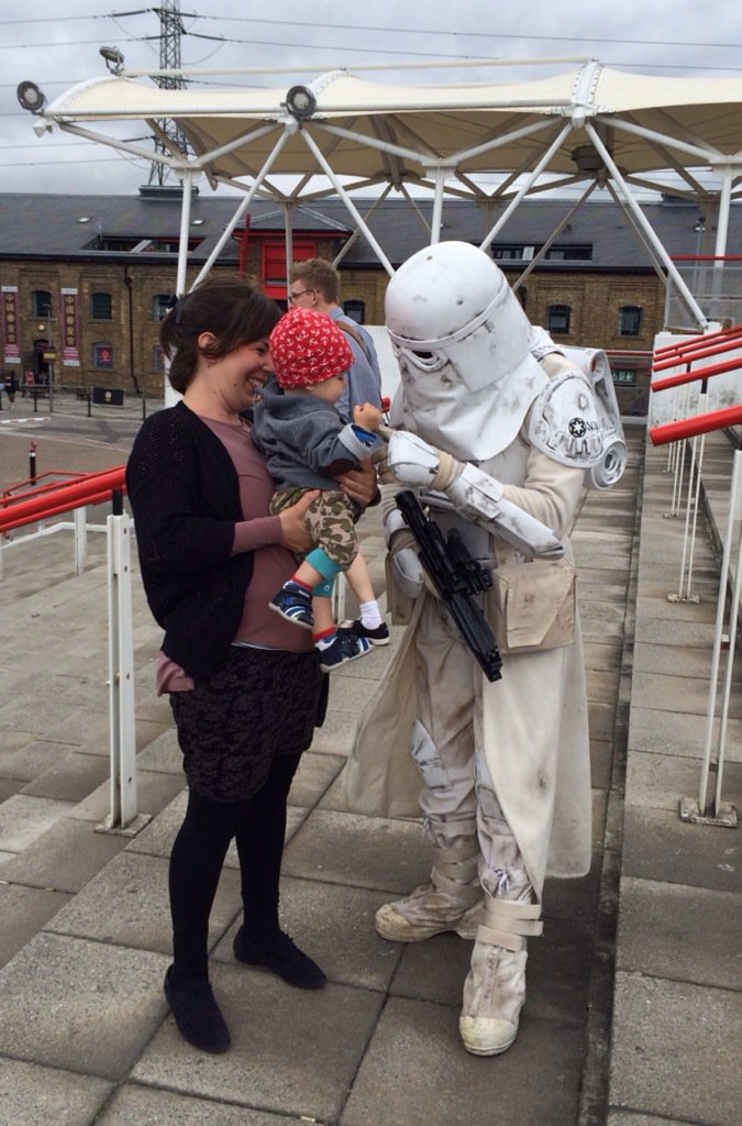 Everyone's got a soft spot for babies. #StarWars #SWCE #Verizon #ad #Cosplay https://t.co/f4NZigv99f