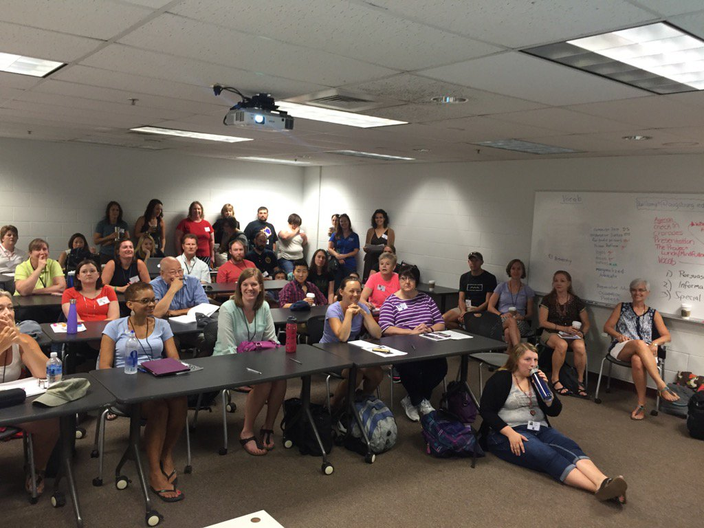 Standing room only in the first timers session! #TMC16 @gwaddellnvhs https://t.co/EzZBWXaQmL