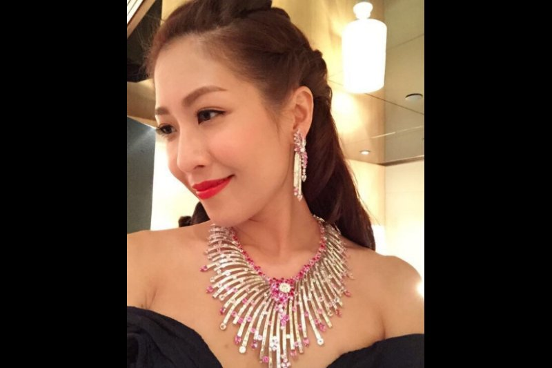 #SharonChan pregnant with baby son  #陳敏之 #陈敏之 #chanManChi http://www.sporela.com/index.php/latest-entertainment-news/4113-sharon-chan-manchi-pregnant-with-baby-son …pic.twitter.com/ERjY4smUM5