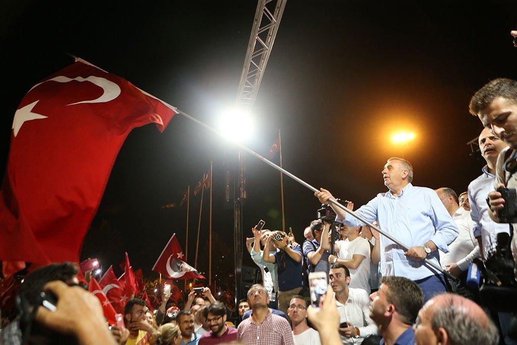 Türkiye  Ayakta