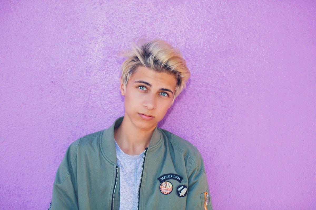 Lukas Rieger: Suwali Kamjad (@You_Smile_So)