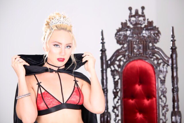 Working on a hot wet new project with @AJsApplebooty coming soon to @EvilAngelWeb @EvilAngelVideo ''SquirtQueen'