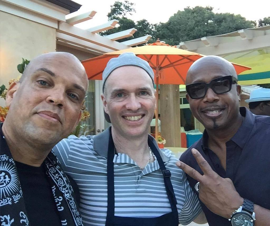 In the presence of two Bay Area greats. @bhorowitz0 @mchammer @ @16z CEO BBQ https://t.co/nYudqL50dN https://t.co/aDh2wnDZnF