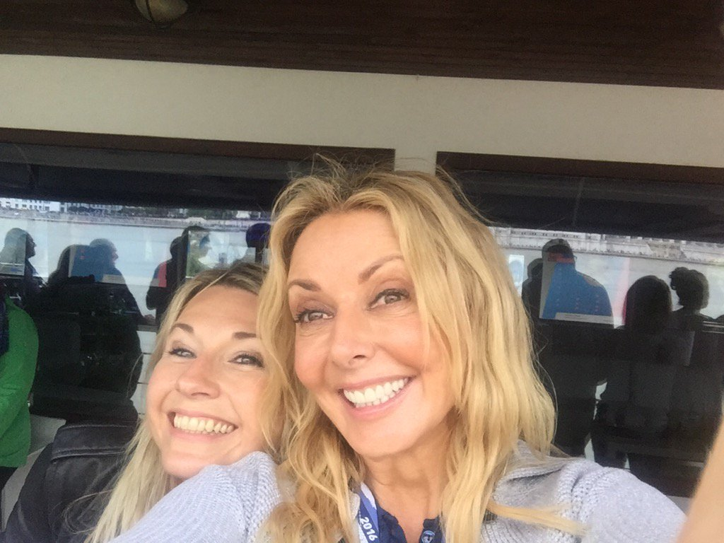 Happy girls @alexinaholt and me...x #Budapest @Redbullairrace https://t.co/fEpYjnBD0V