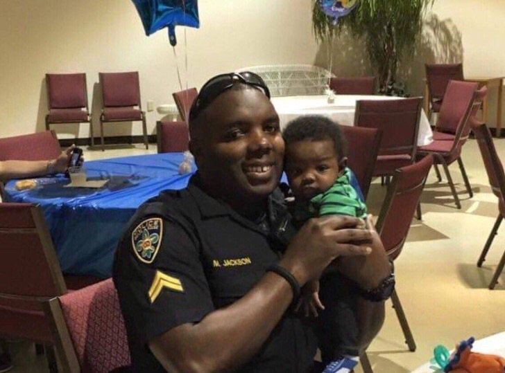 Praying for the family of #BRPD officer  #MontrellJackson. Husband, father, son and honorable young man. https://t.co/jZx3SG9eFf