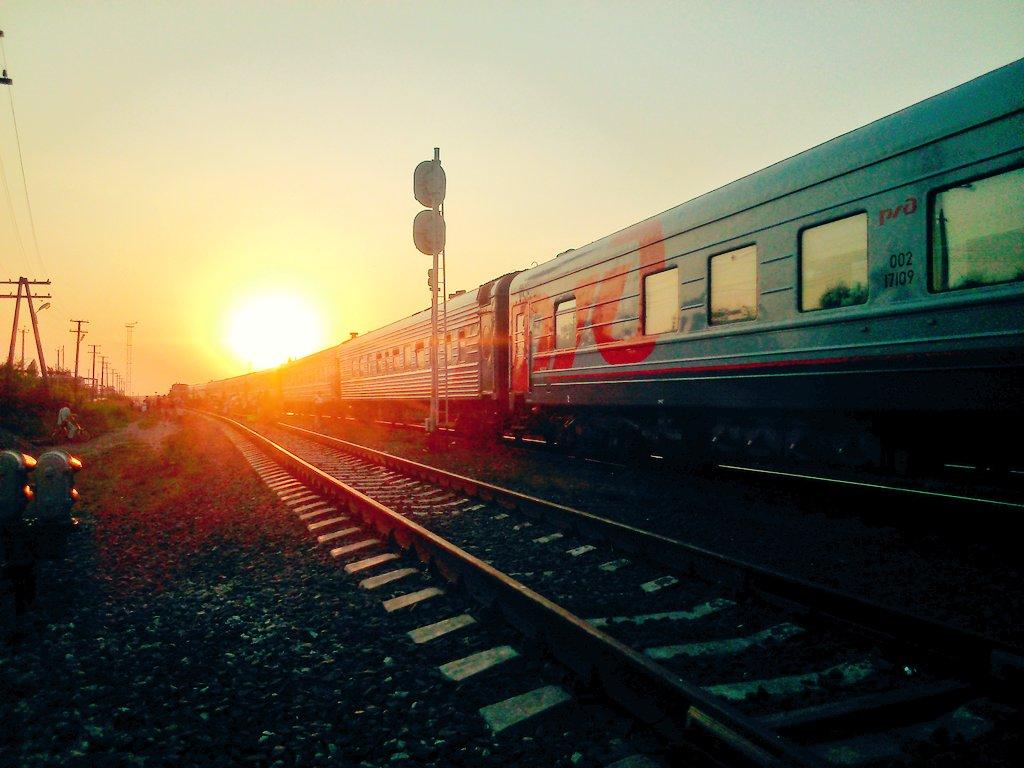 Уходящий вдаль поезд картинки